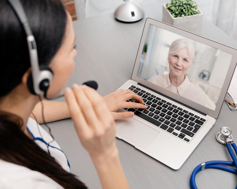 ¿Cómo brindar una buena atención médica online?